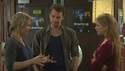 Steph Scully, Lucas Fitzgerald, Elle Robinson in Neighbours Episode 5774