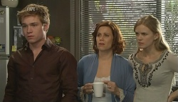 Ringo Brown, Rebecca Napier, Elle Robinson in Neighbours Episode 5775