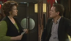 Lyn Scully, Paul Robinson in Neighbours Episode 5776