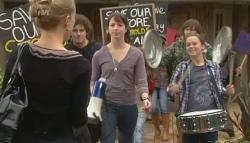 Elle Robinson, Harry Ramsay, Kate Ramsay, Sophie Ramsay in Neighbours Episode 5780