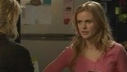 Donna Freedman, Elle Robinson in Neighbours Episode 5783