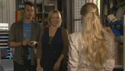 Lucas Fitzgerald, Steph Scully, Elle Robinson in Neighbours Episode 5783