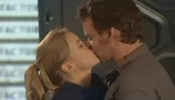 Elle Robinson, Lucas Fitzgerald in Neighbours Episode 5783