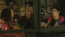 Sunny Lee, Robin Hester, Zeke Kinski in Neighbours Episode 5784