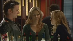 Lucas Fitzgerald, Steph Scully, Elle Robinson in Neighbours Episode 5786