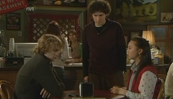 Robin Hester, Harry Ramsay, Sunny Lee in Neighbours Episode 5786