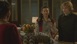 Susan Kennedy, Sunny Lee, Robin Hester in Neighbours Episode 5786