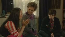 Sunny Lee, Susan Kennedy, Zeke Kinski in Neighbours Episode 5787