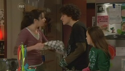 Kate Ramsay, Harry Ramsay, Sophie Ramsay in Neighbours Episode 5790