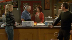 Steph Scully, Lou Carpenter, Lyn Scully, Paul Robinson in Neighbours Episode 5796
