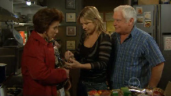 Lyn Scully, Steph Scully, Lou Carpenter in Neighbours Episode 5796