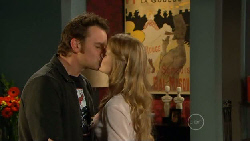 Lucas Fitzgerald, Elle Robinson in Neighbours Episode 5805