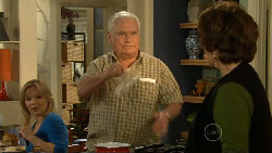 Steph Scully, Lou Carpenter, Lyn Scully in Neighbours Episode 5806