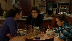 Kate Ramsay, Harry Ramsay, Sophie Ramsay in Neighbours Episode 5807