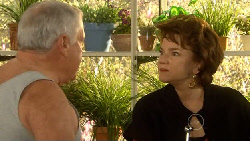Lou Carpenter, Lyn Scully in Neighbours Episode 5810