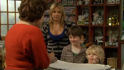 Lyn Scully, Steph Scully, Ben Kirk, Charlie Hoyland in Neighbours Episode 5810