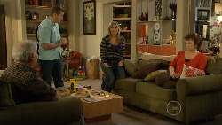 Lou Carpenter, Toadie Rebecchi, Steph Scully, Lyn Scully in Neighbours Episode 5810