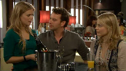 Elle Robinson, Lucas Fitzgerald, Donna Freedman in Neighbours Episode 5810