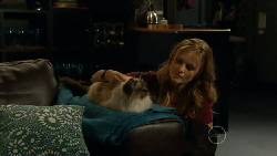 Cat, Elle Robinson in Neighbours Episode 5812