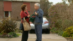 Lyn Scully, Lou Carpenter in Neighbours Episode 5815