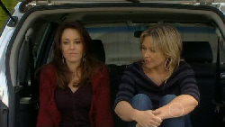 Libby Kennedy, Steph Scully in Neighbours Episode 5815