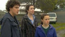 Harry Ramsay, Kate Ramsay, Sophie Ramsay in Neighbours Episode 5817
