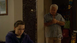 Sophie Ramsay, Lou Carpenter in Neighbours Episode 5817