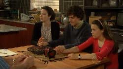 Kate Ramsay, Harry Ramsay, Sophie Ramsay in Neighbours Episode 5817