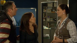 Karl Kennedy, Libby Kennedy, Dr. Peggy Newton in Neighbours Episode 5819
