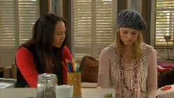 Sunny Lee, Donna Freedman in Neighbours Episode 5820