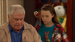 Lou Carpenter, Sophie Ramsay in Neighbours Episode 5826