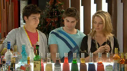 Zeke Kinski, Declan Napier, Donna Freedman in Neighbours Episode 5829