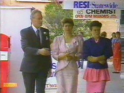 Jim Robinson, Beverly Marshall, Lucy Robinson in Neighbours Episode 0662