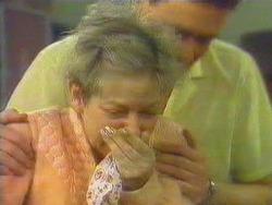 Eileen Clarke, Des Clarke in Neighbours Episode 0663