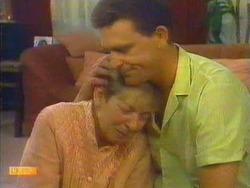 Eileen Clarke, Des Clarke in Neighbours Episode 0664