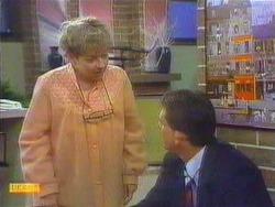 Eileen Clarke, Des Clarke in Neighbours Episode 0669
