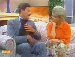 Real-Estate Agent, Satan, Helen Daniels in Neighbours Episode 0669