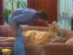 Mike Young, Eileen Clarke in Neighbours Episode 0669