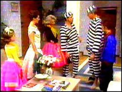 Katie Landers, Beverly Robinson, Helen Daniels, Paul Robinson, Jim Robinson, Todd Landers in Neighbours Episode 0763