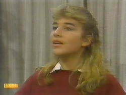 Emma Gordon in Neighbours Episode 0782