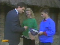 Des Clarke, Sharon Davies, Todd Landers in Neighbours Episode 0785