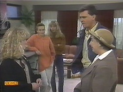 Sharon Davies, Bronwyn Davies, Jane Harris, Des Clarke, Edith Chubb in Neighbours Episode 0789