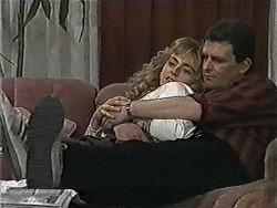 Jane Harris, Des Clarke in Neighbours Episode 1005