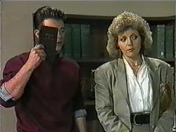 Matt Robinson, Beverly Robinson in Neighbours Episode 1009