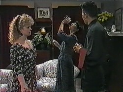Sharon Davies, Hilary Robinson, Matt Robinson in Neighbours Episode 1013