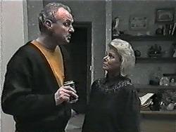Jim Robinson, Helen Daniels in Neighbours Episode 1015