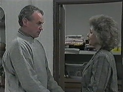Jim Robinson, Beverly Marshall in Neighbours Episode 1015