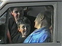 Joe Mangel, Toby Mangel, Mary Crombie in Neighbours Episode 1017