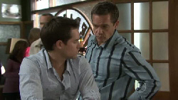 Angus Henderson, Paul Robinson in Neighbours Episode 5518
