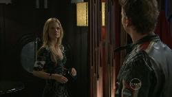 Elle Robinson, Lucas Fitzgerald in Neighbours Episode 5521